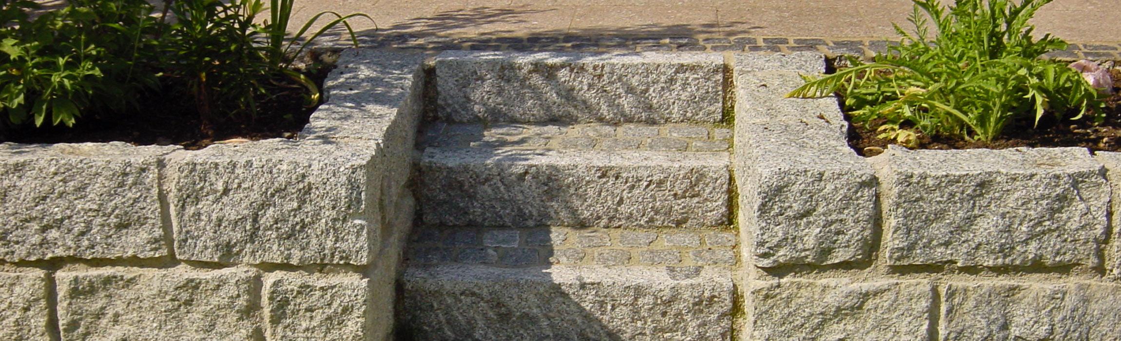 Steinmauer-mit-Treppe